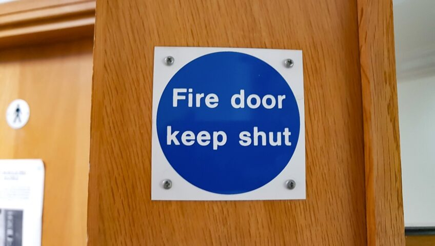 installing fire doors rules